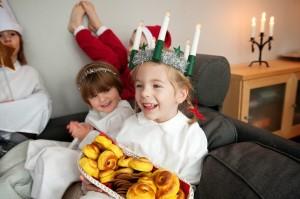 Nelle famiglie svedesi la figlia maggiore si traveste da San Lucia Fonte: www.trashblog-nuvola.blogspot.com