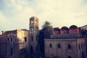 Vista da una delle sale del comune di Palermo su San Giovanni degli Eremiti